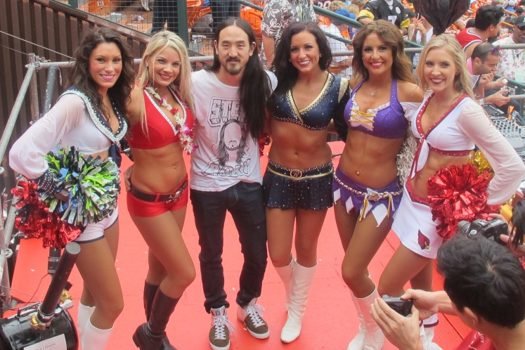 Steven Aoki with a few of the 2013 Pro Bowl cheerleaders